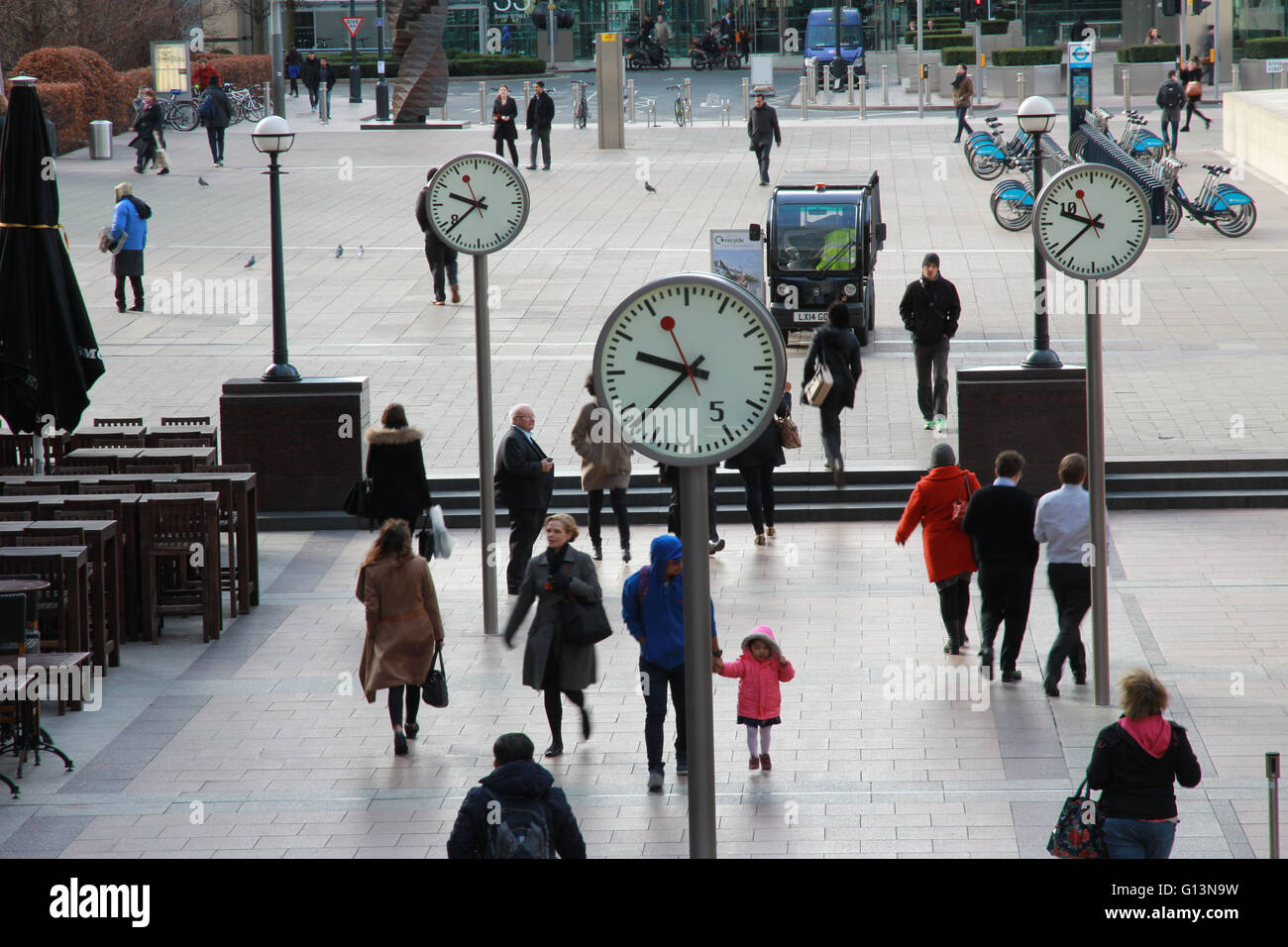 Pedestrians walking to work through Reuters Square, Canary Wharf, London Stock Photo