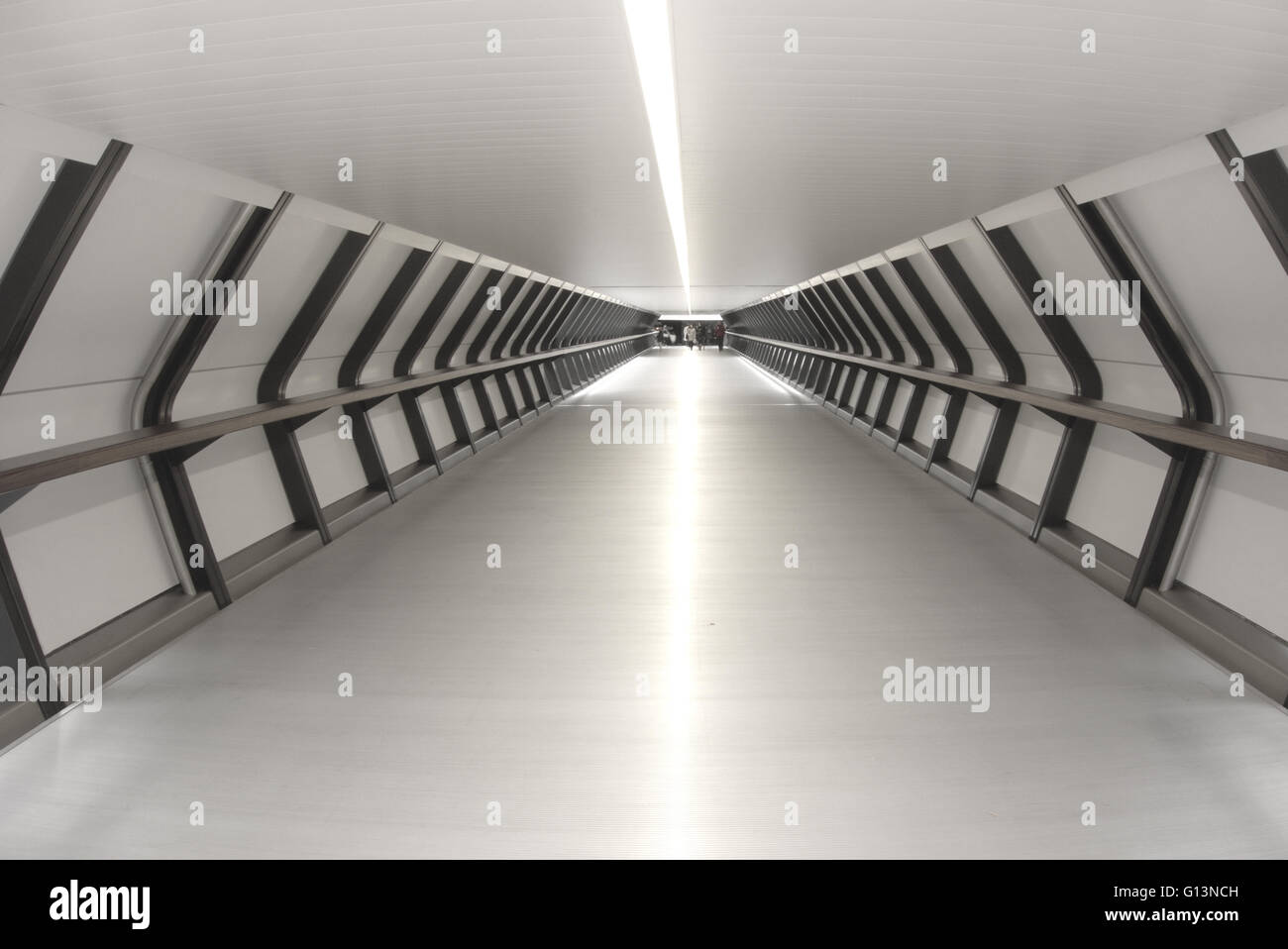 Adams Plaza Bridge tunnel footbridge which connects the Crossrail Place complex with One Canada Square, Canary Wharf, - Stock Image