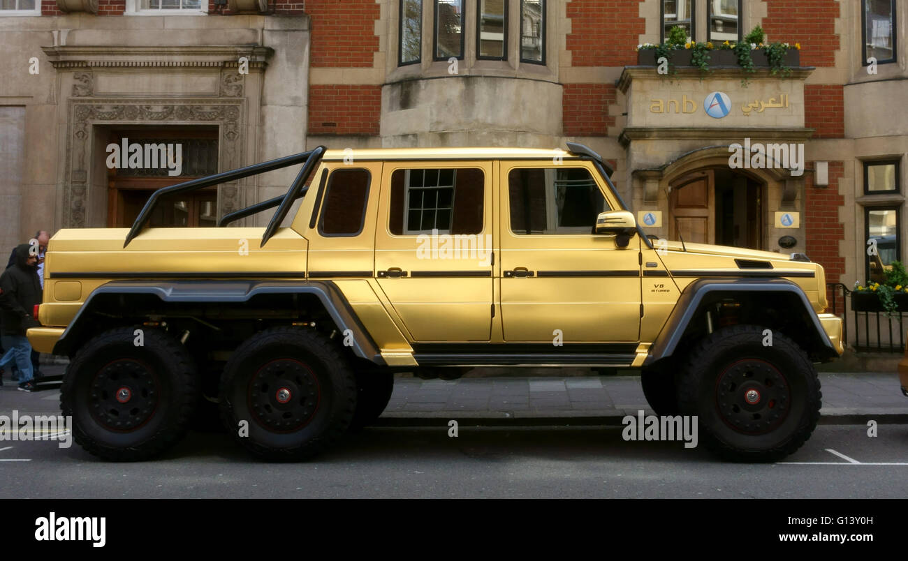 Gold Coloured Car High Resolution Stock Photography And Images Alamy