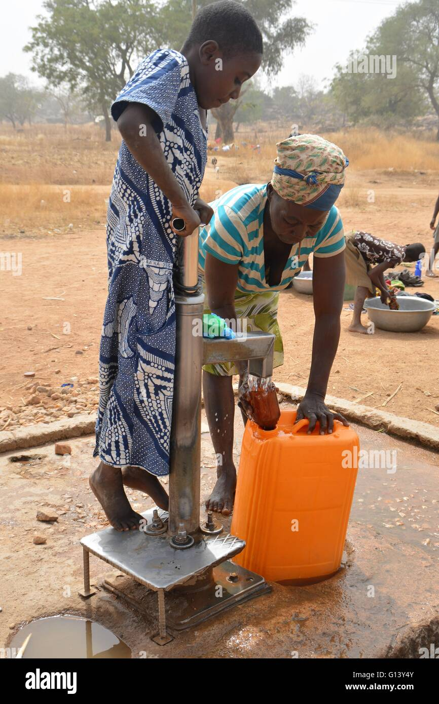Fetching water in Africa (Ghana), Upper East region - Stock Image