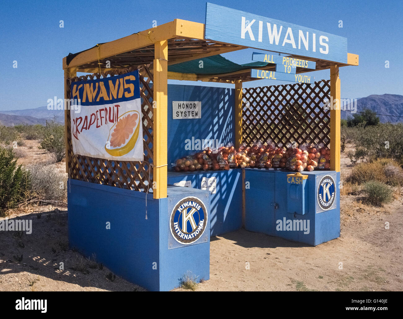 Local youth groups are supported by the sale of grapefruit at an honor stand sponsored by the Kiwanis Club in Borrego - Stock Image