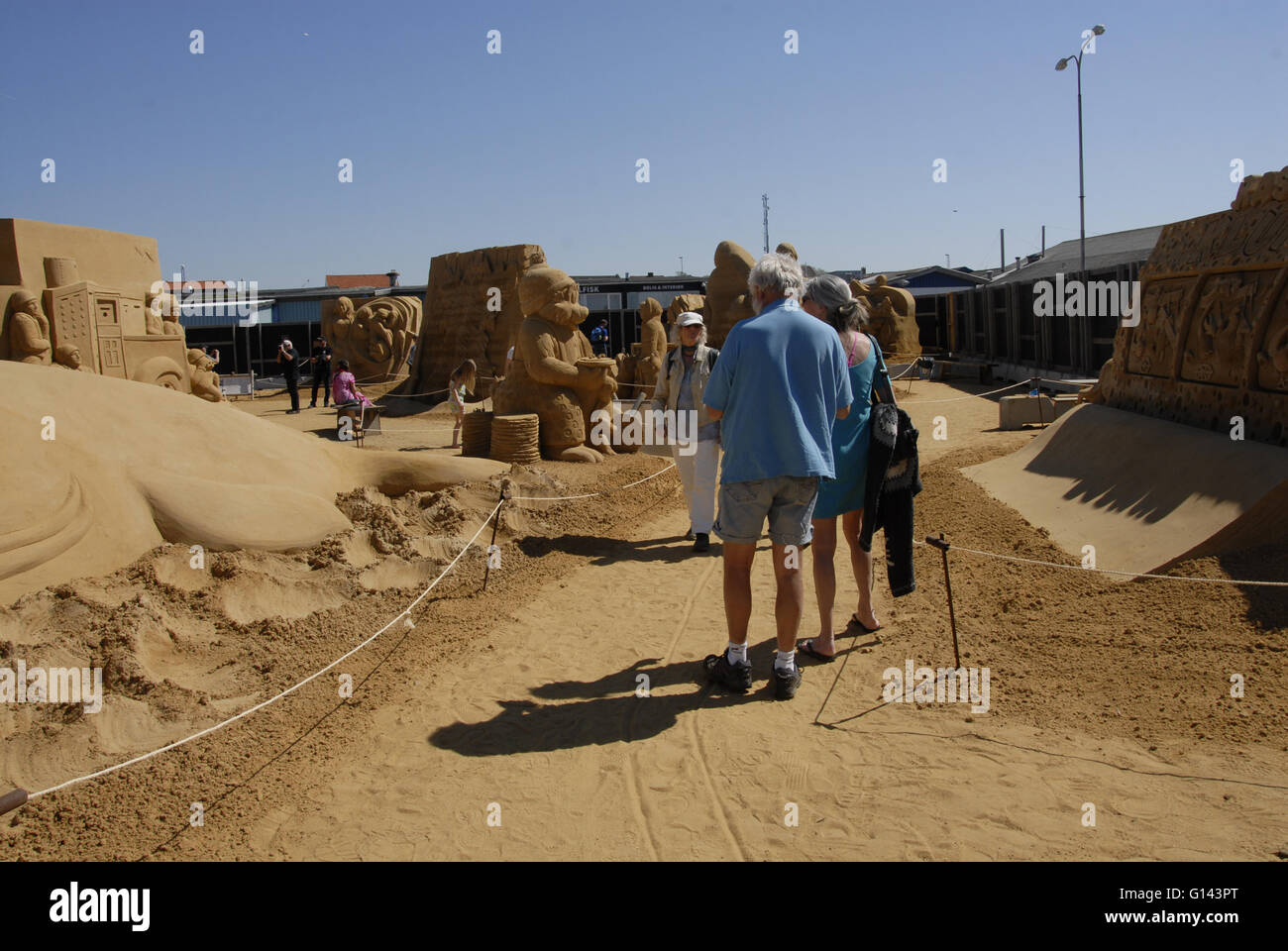 Hundested, Denmark. 8th May, 2016. Michel de Kok dutch sand sculptures artists stand infront of his sand sculpture - Stock Image