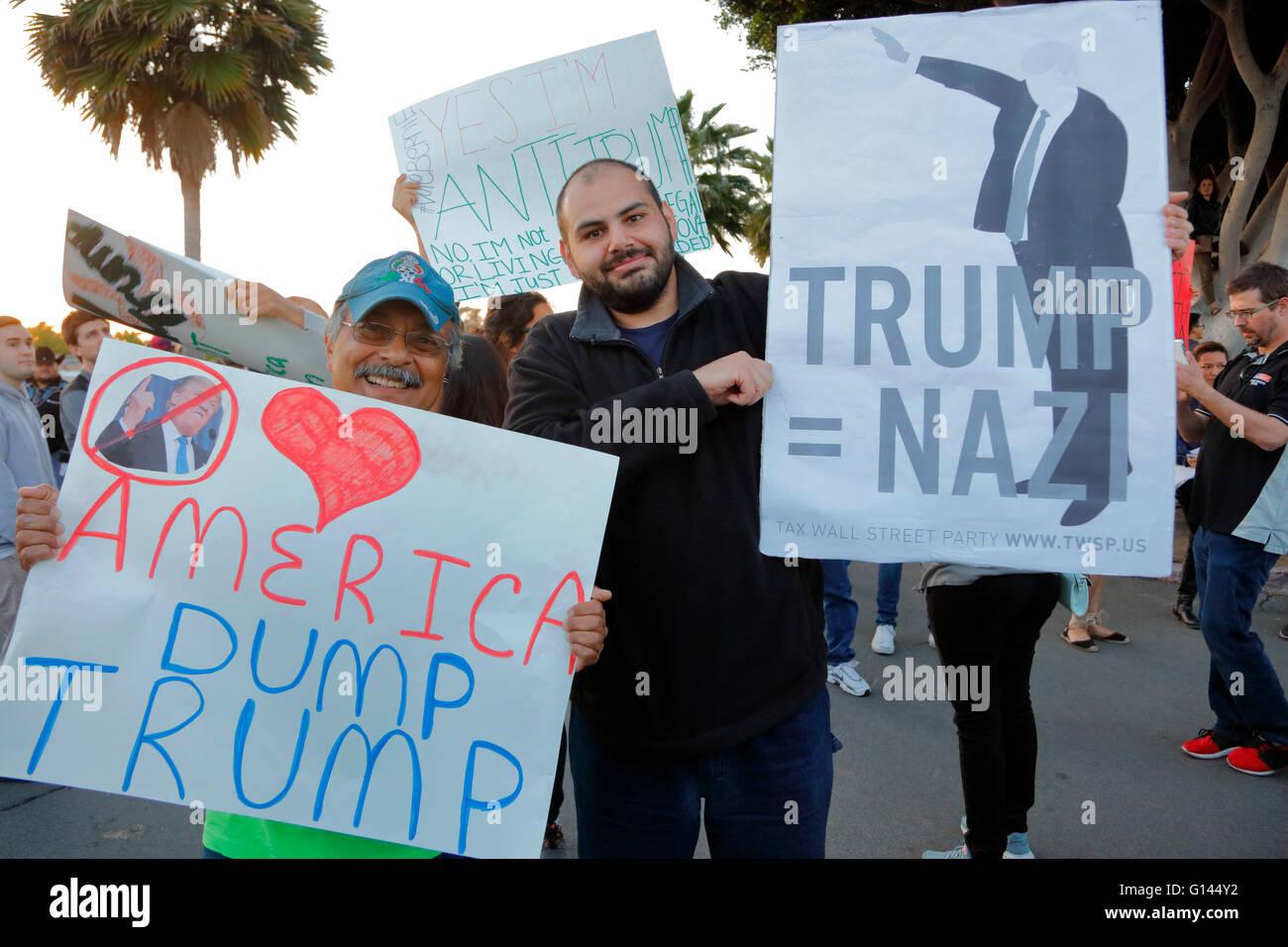 Anti-Trump protestor at the Pacific Amphitheater in Costa Mesa, California - Stock Image