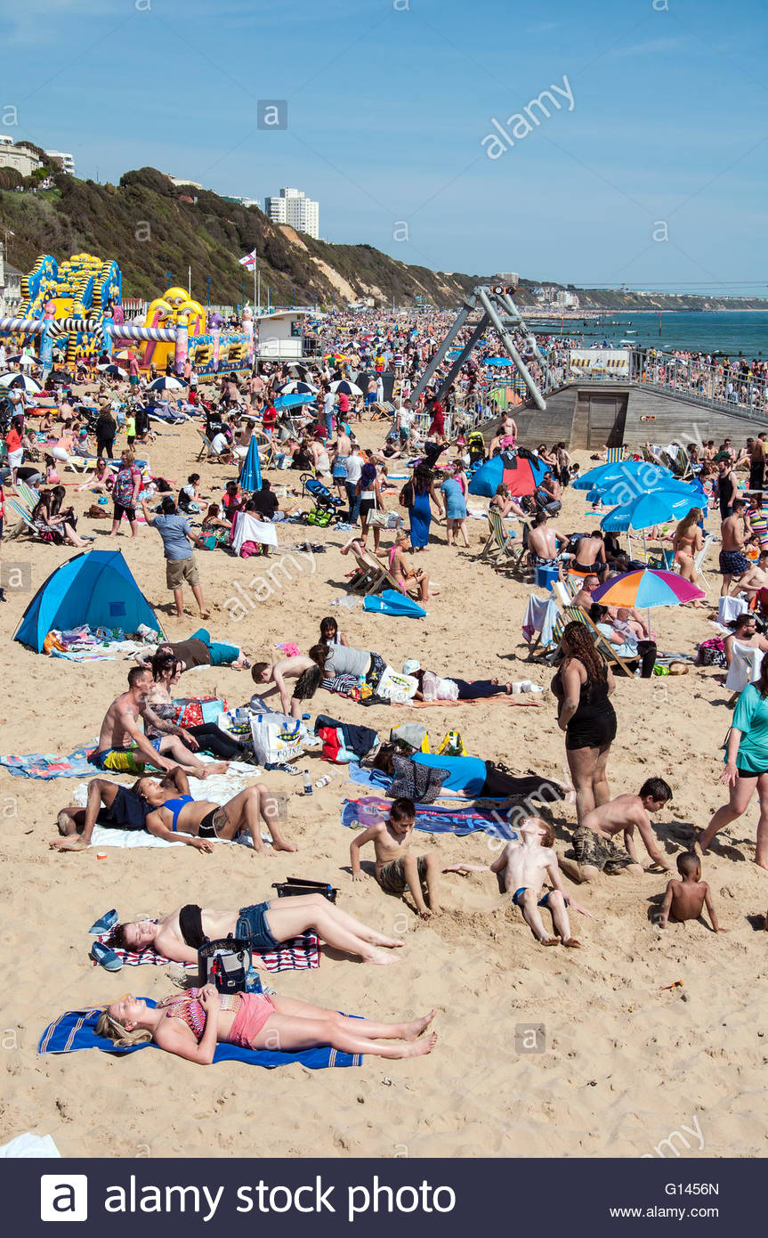 Bournemouth, Dorset, England. 8th May 2016. Bournemouth, Dorset, England. Sunny and hot weather attracts thousands Stock Photo