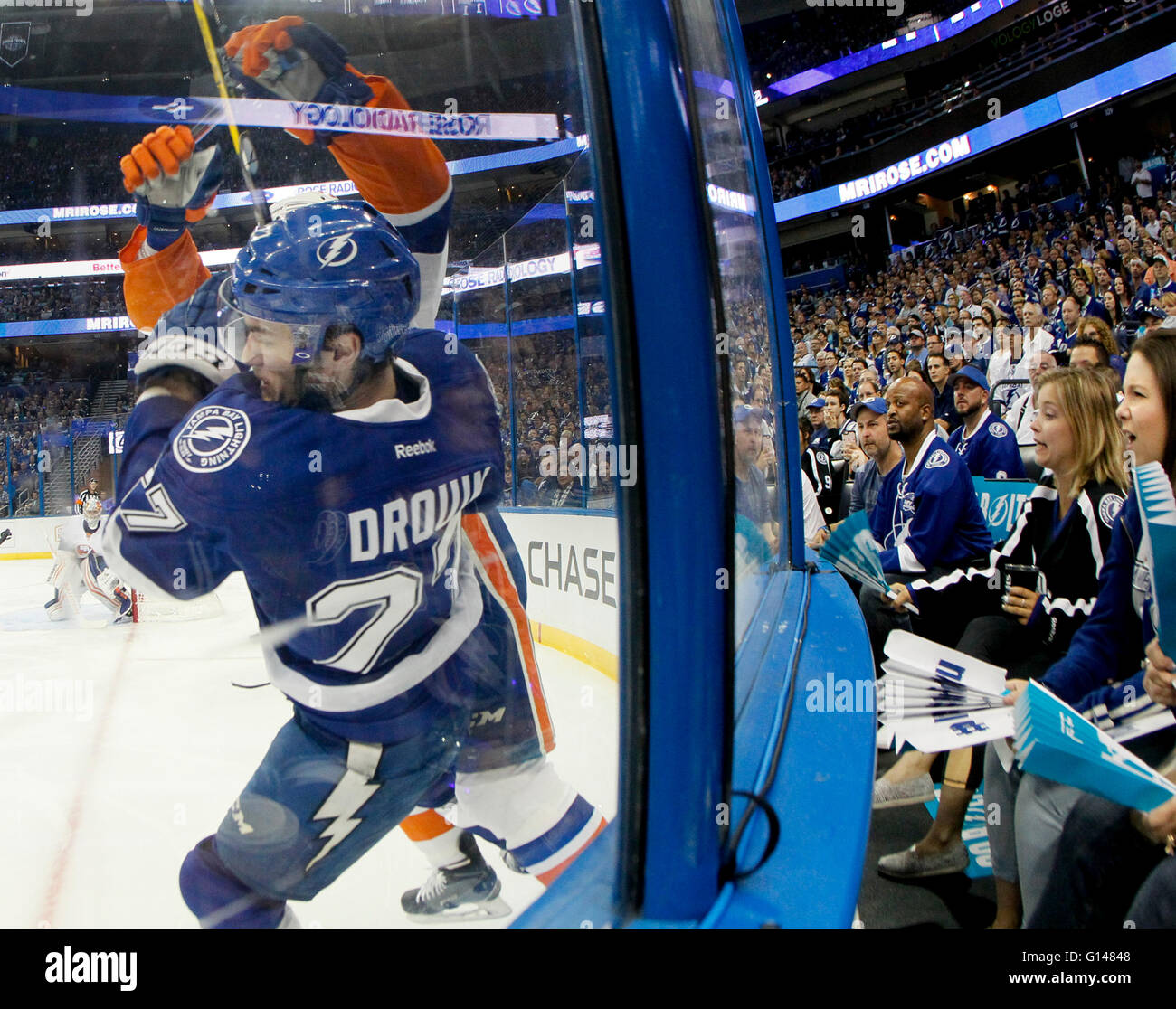 Tampa, Florida, USA. 8th May, 2016. DIRK SHADD | Times .Tampa Bay Lightning left wing Jonathan Drouin (27) gets - Stock Image