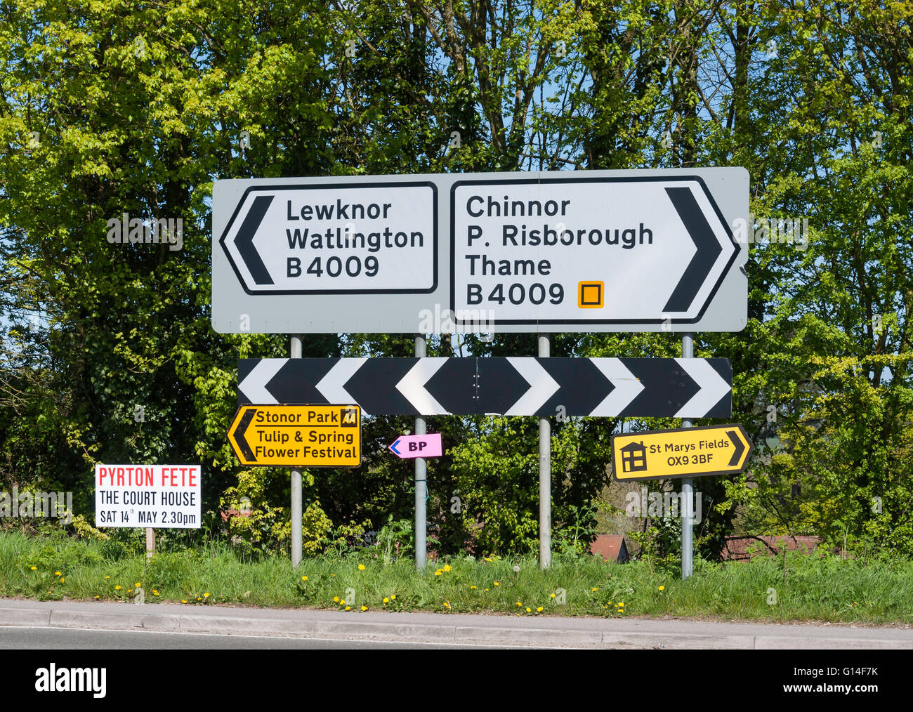 Road signs on B4009 road, at Junction 6 of M40 Motorway Oxfordshire, England, United Kingdom - Stock Image