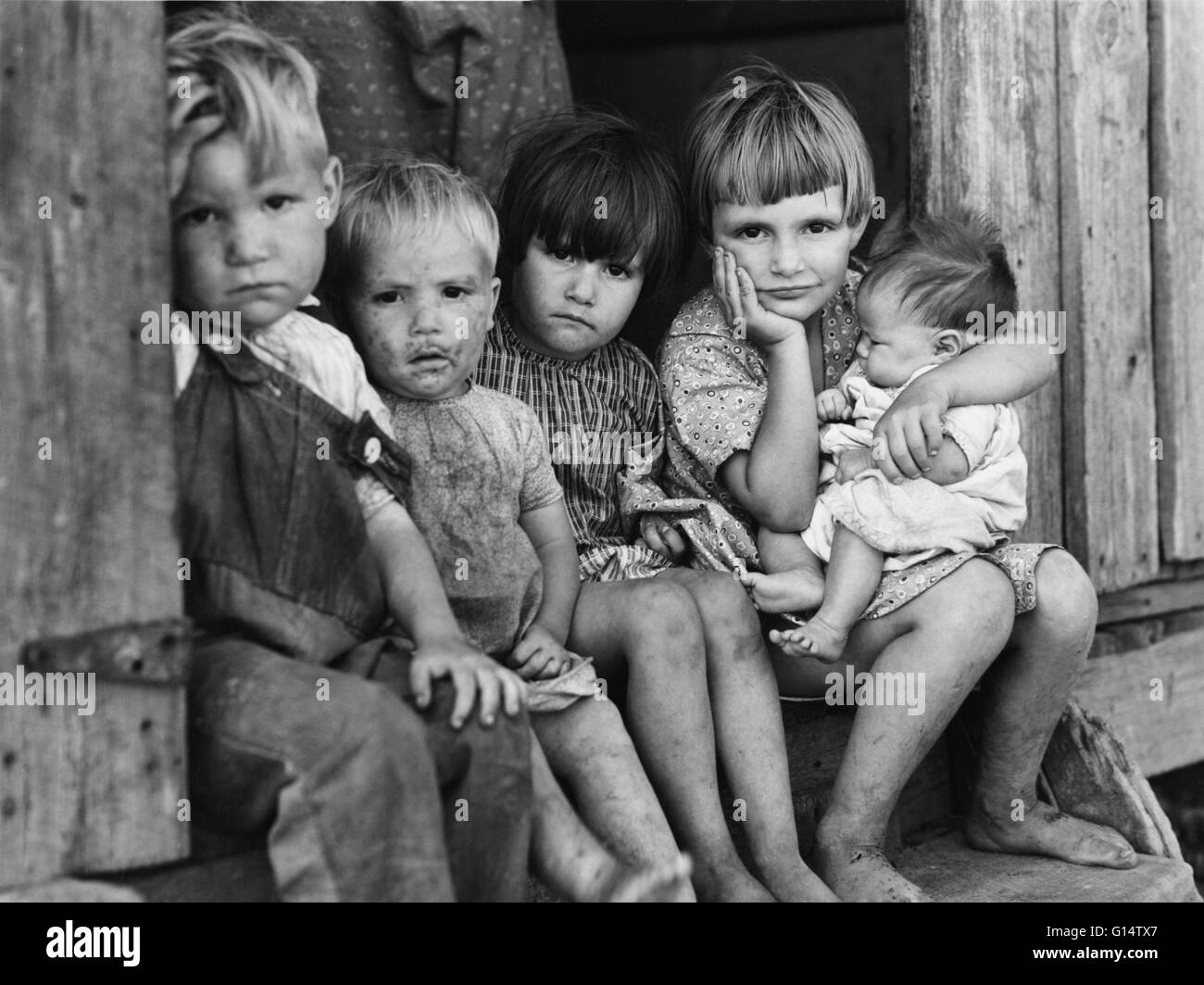 Sharecroppers' children in New Madrid County, Missouri, circa 1940. A Farm Security Administration photograph - Stock Image