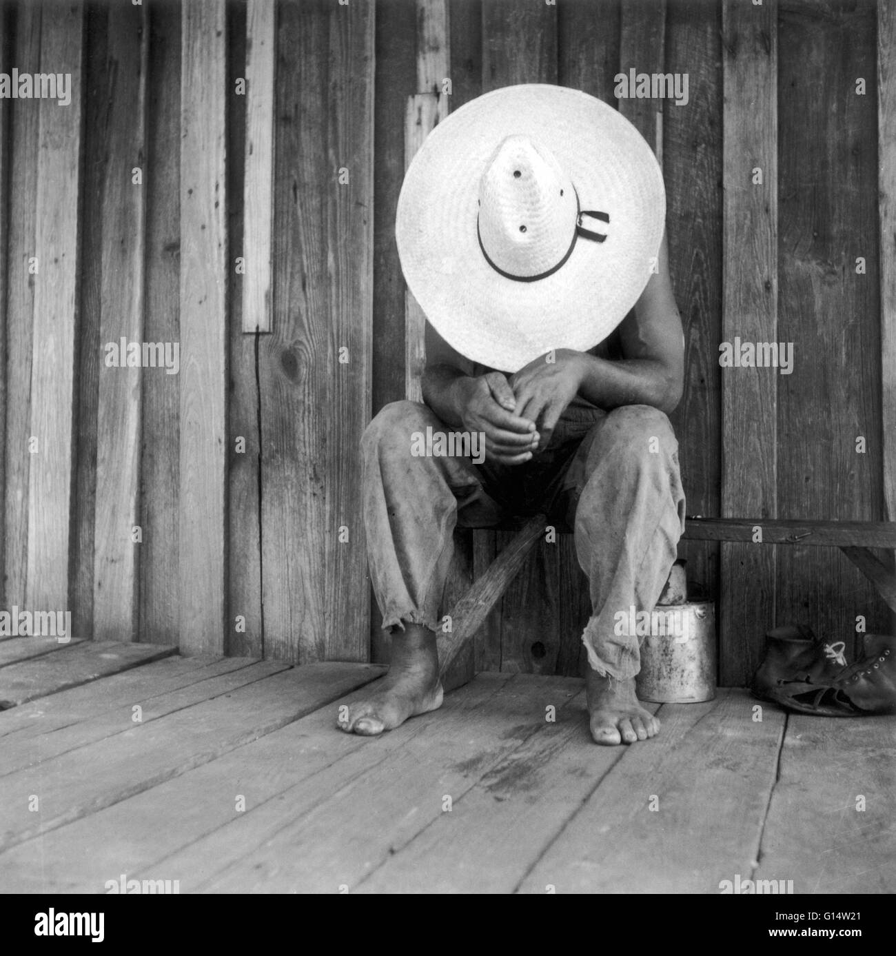 A turpentine worker in Dupont, Georgia, photographed by Dorothea Lange in July 1937, for the Farm Security Administration - Stock Image