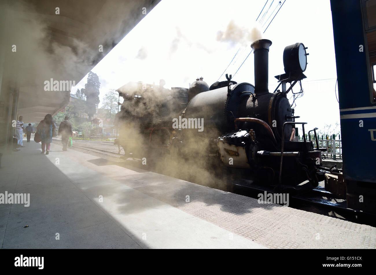 Steam Locomotive of Darjeeling Himalayan Railway standing at Darjeeling station just before departure, Darjeeling - Stock Image