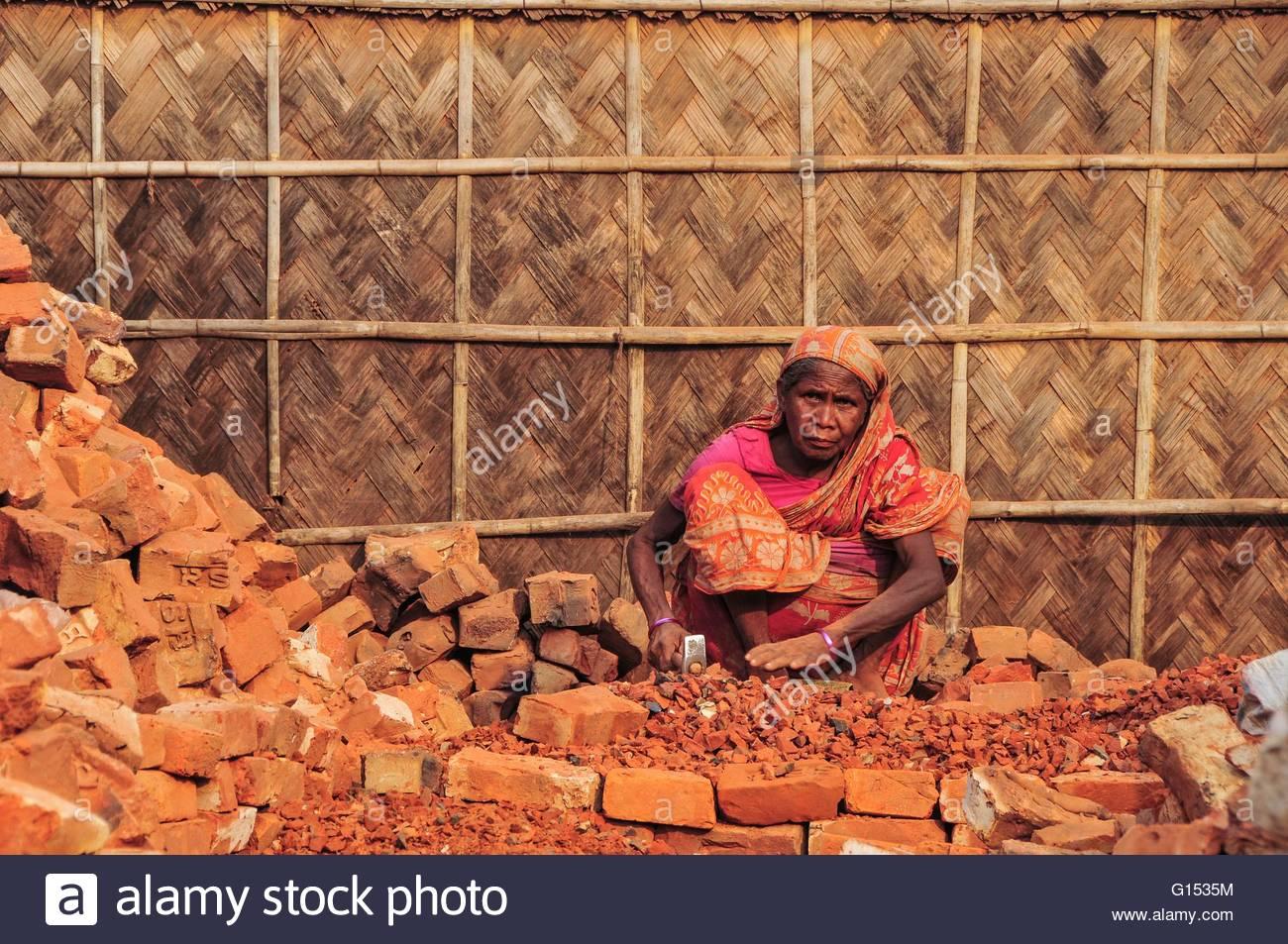 Bangladesh, Dhaka, woman breaking bricks - Stock Image