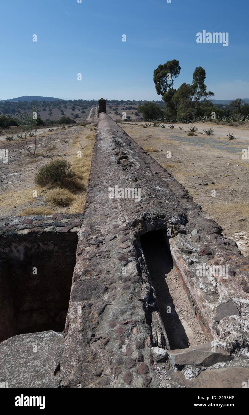Acueducto de Tembleque, built between 1555 and 1572 by Francisco de Tembleque,  spans 45 Km  between Hidalgo and - Stock Image
