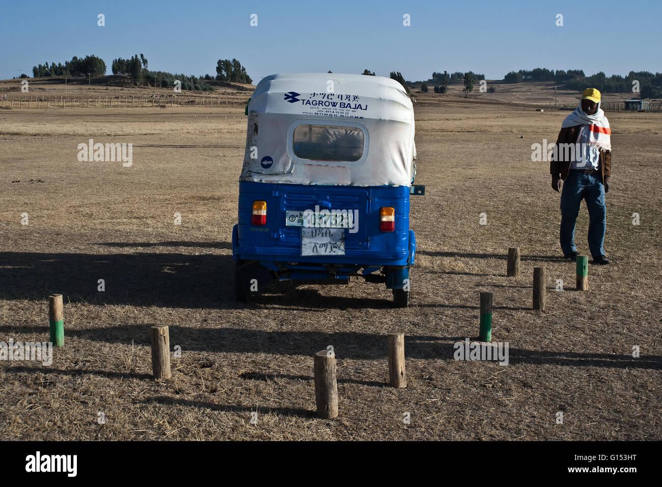 Auto rickshaw driving lesson ( Ethiopia) - Stock Image