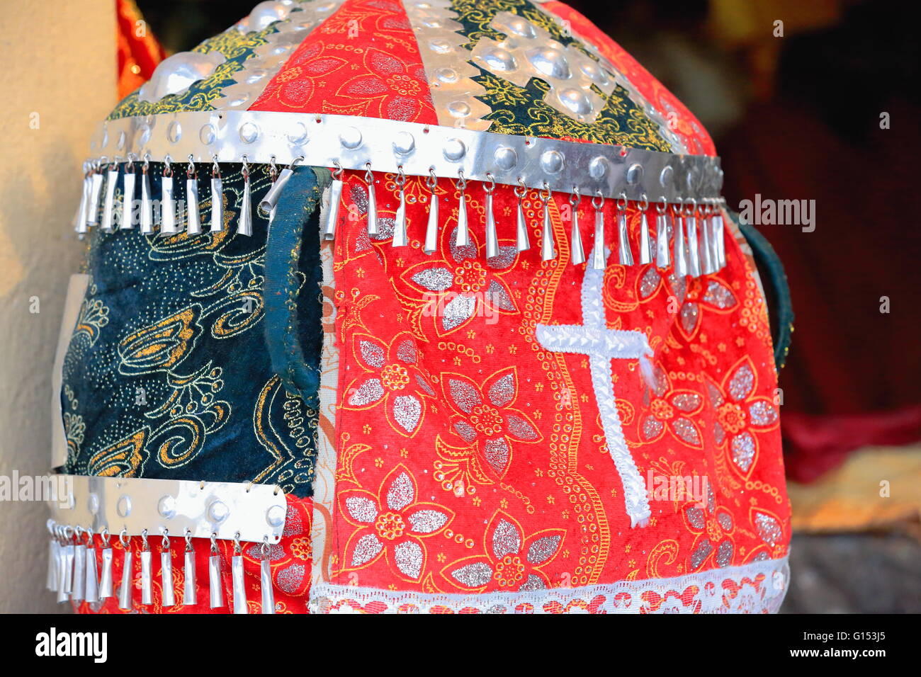 Headdress for the rites of the ethiopian christian orthodox tewahedo church. Shop in central Mek'ele-Mekelle - Stock Image