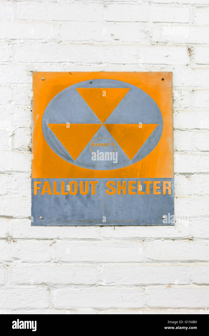 1960s Nuclear war Fallout Shelter sign sign at the Colbert County Courthouse in Tuscumbia, Alabama - Stock Image