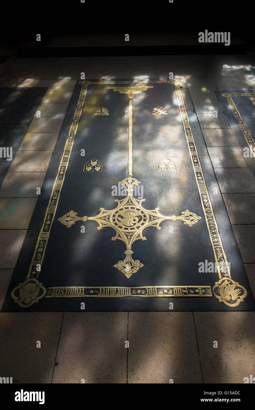 Sunlight on victorian brass cross in Bishop wests Chapel in Ely cathedral, Cambridgeshire, England - Stock Image
