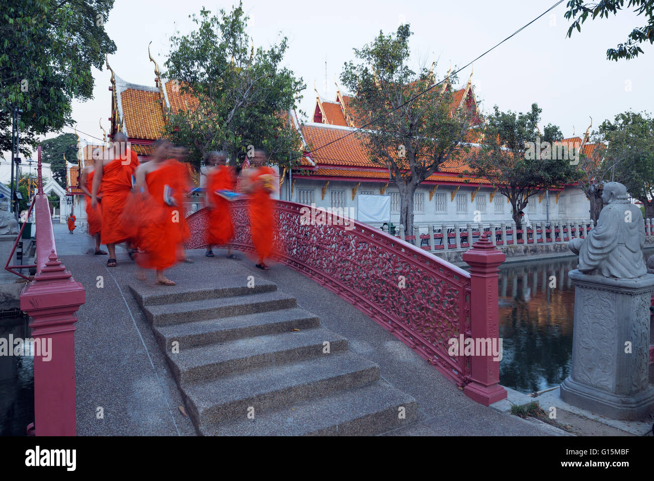 Monks in saffron robes, Wat Benchamabophit (The Marble Temple), Bangkok, Thailand, Southeast Asia, Asia - Stock Image