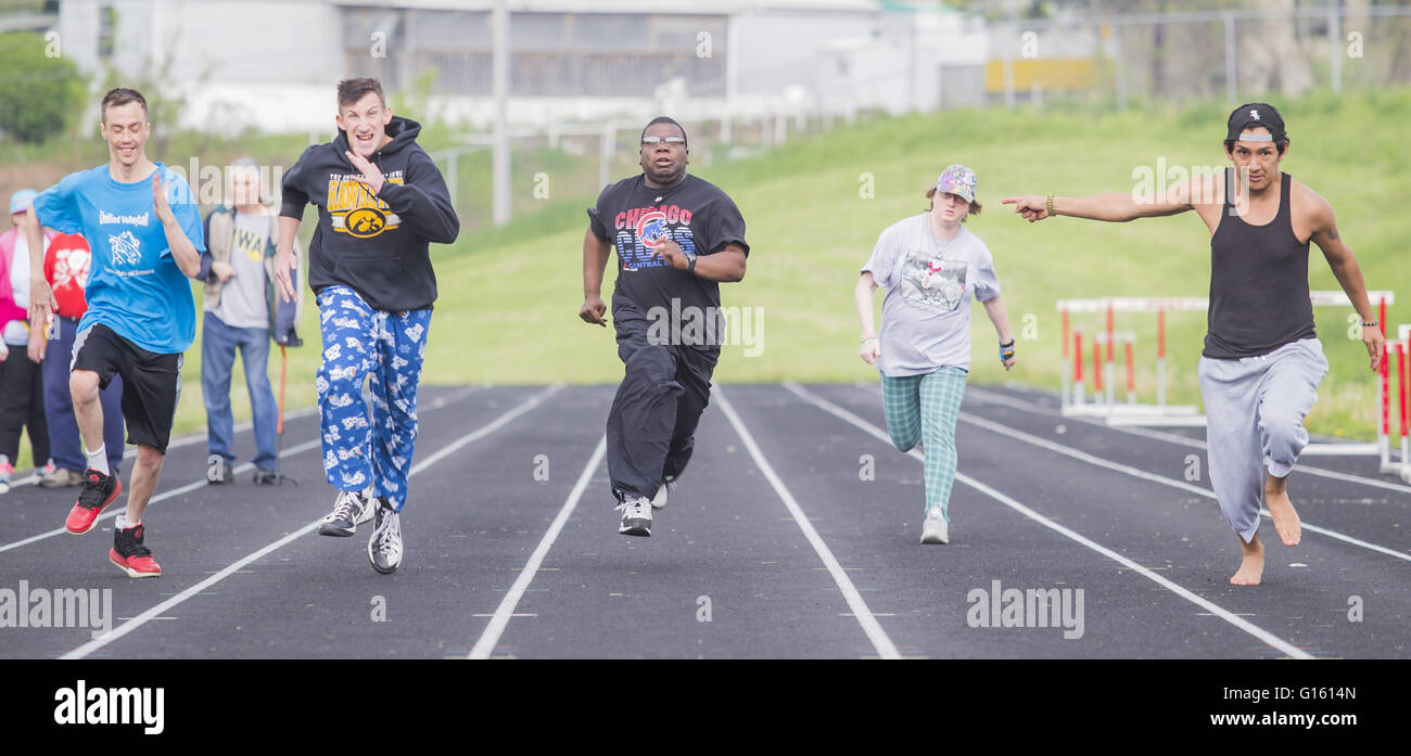 Davenport, Iowa, USA. 7th May, 2016. Chris Hurtado, right, points to Jeremiah White, center, as they practice the - Stock Image