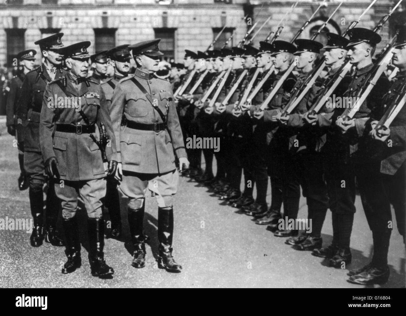 General Pershing accompanied by the Duke of Connaught inspecting the British Guard of Honor before entering Westminster - Stock Image