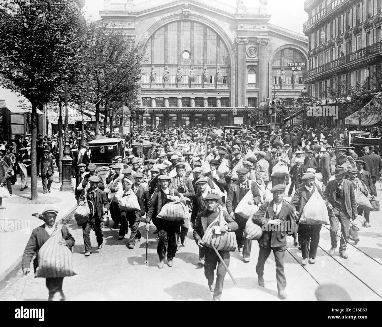 Belgian men in front of the Gare du Nord, Paris, France, at the beginning of World War I. A reservist is a member - Stock Image