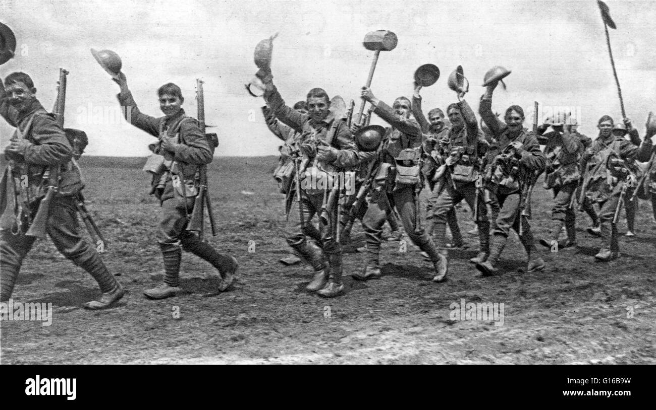The Worcesters going into action marching and waving their helmets in greeting. The Worcestershire Regiment was - Stock Image