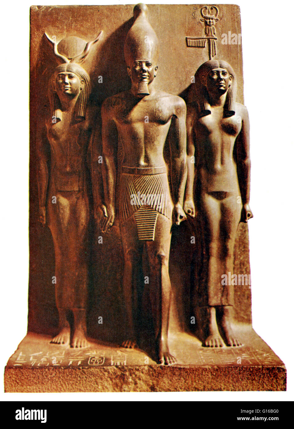 Caption: 'Triad statue of pharaoh Menkaura, accompanied by the goddess Hathor (on his right) and the personification - Stock Image