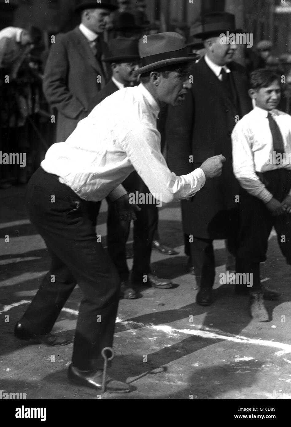 Undated Bain News Service photograph of Rogers playing horseshoes. William Penn Adair 'Will' Rogers (November - Stock Image