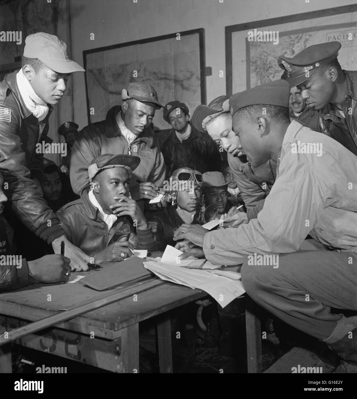 Entitled: 'Tuskegee airmen at Ramitelli, Italy' shows several Tuskegee airmen. Front row, left to right: - Stock Image