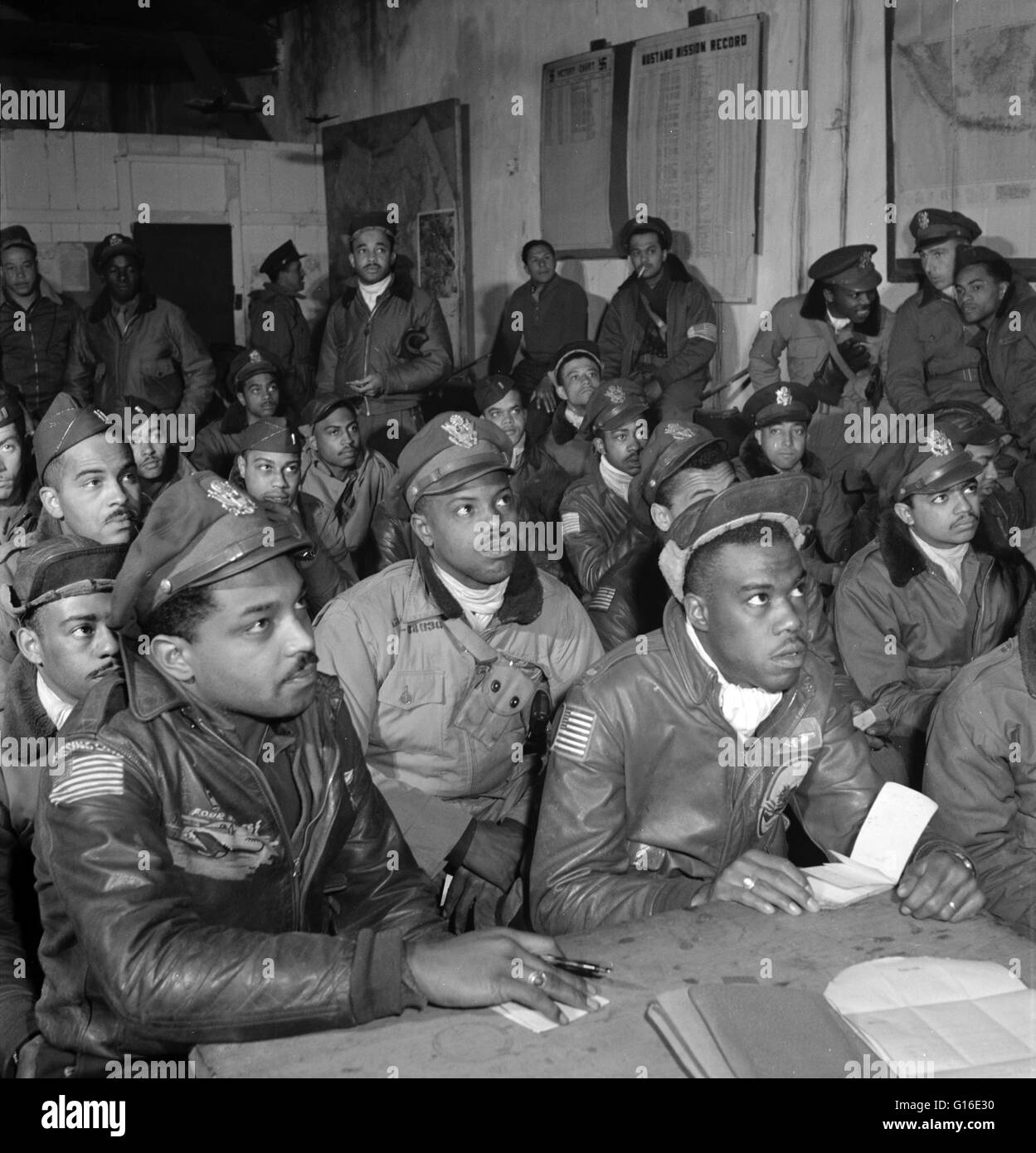 Entitled: 'Tuskegee airmen attending a briefing in Ramitelli, Italy' First row: 1. Hiram E. Mann, Cleveland, - Stock Image