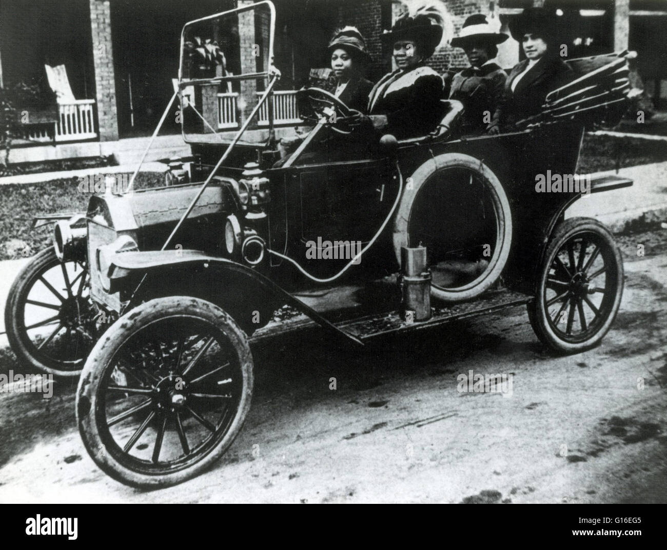 Madam Walker at the wheel with friends, 1916. Sarah Breedlove Stock ...