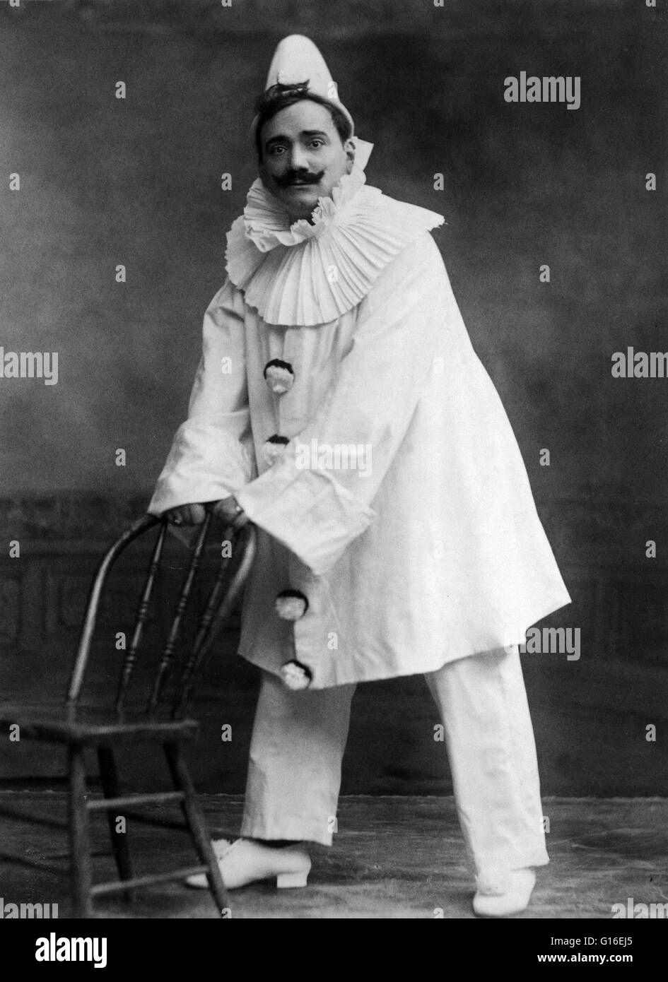 Caruso dressed as the clown, in 'Pagliacci'. Enrico Caruso (February 25, 1873 - August 2, 1921) was an Italian - Stock Image