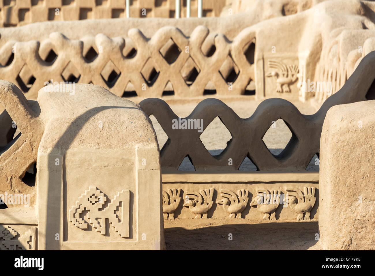 Details of the stunning adobe architecture in Chan Chan in Trujillo, Peru - Stock Image