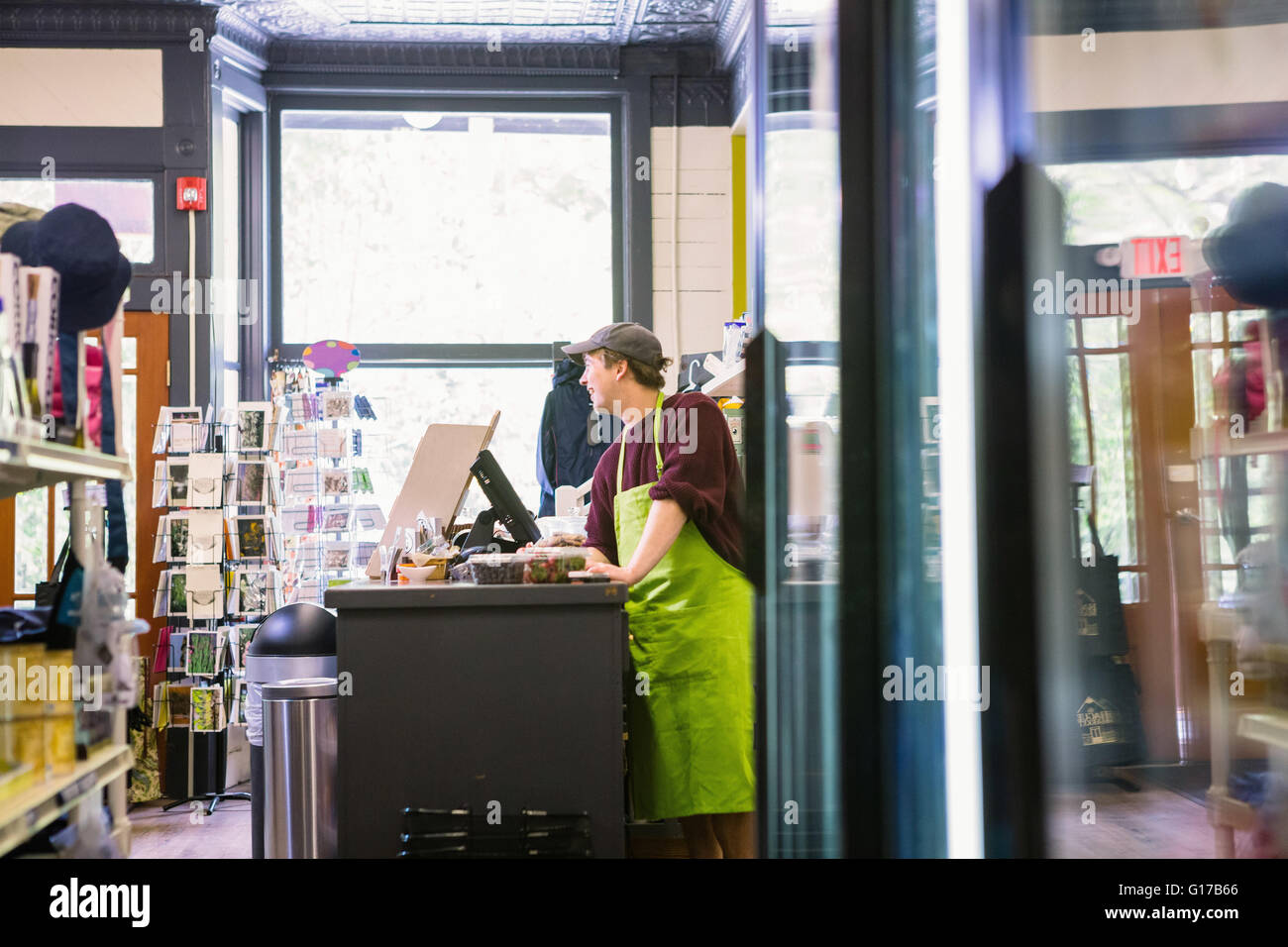 Clerk in general store, Hague, USA - Stock Image