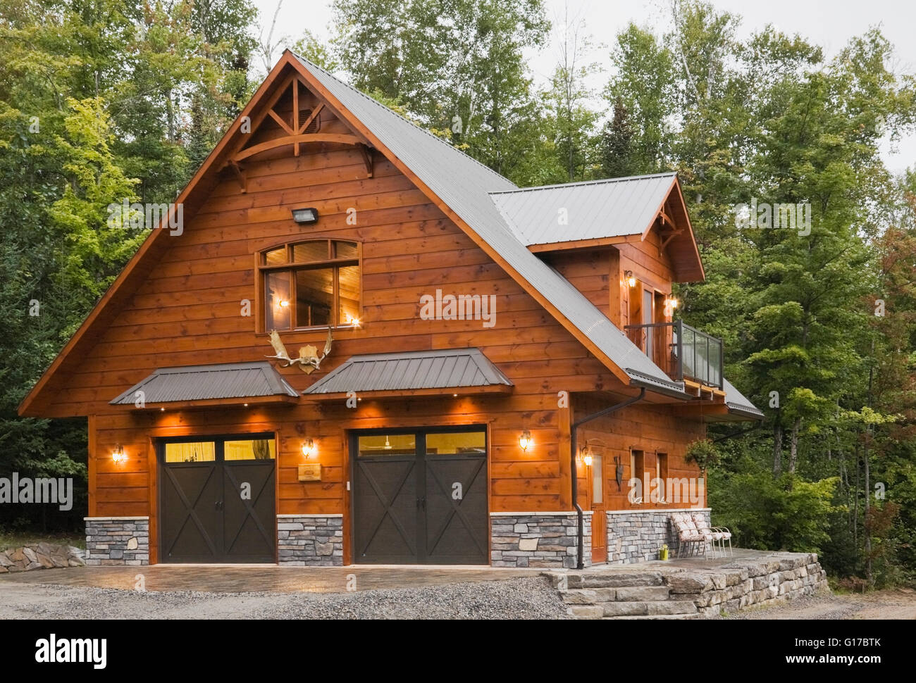 Exterior of cottage style Eastern white pine log house with double