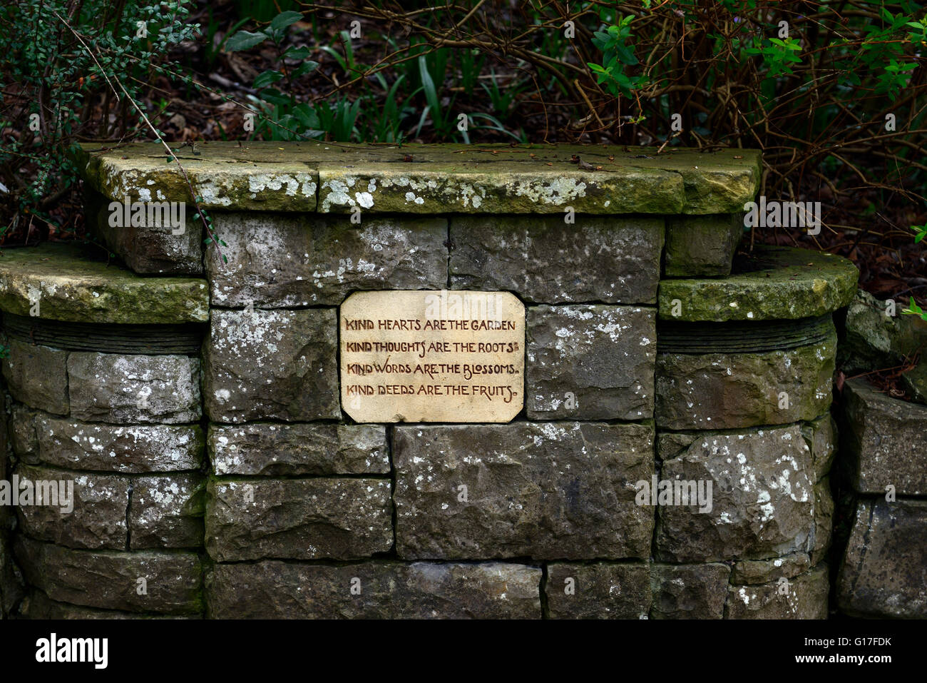 Wall Plaque garden gardening poem phrase cute kitsch saying motto prose Henry Wadsworth Longfellow RM Floral - Stock Image