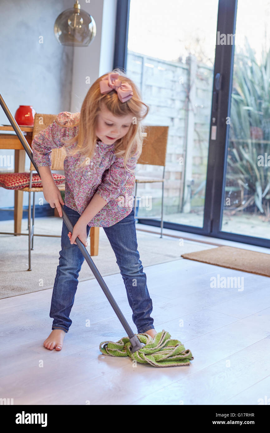 Mopping Stock Photos Amp Mopping Stock Images Alamy