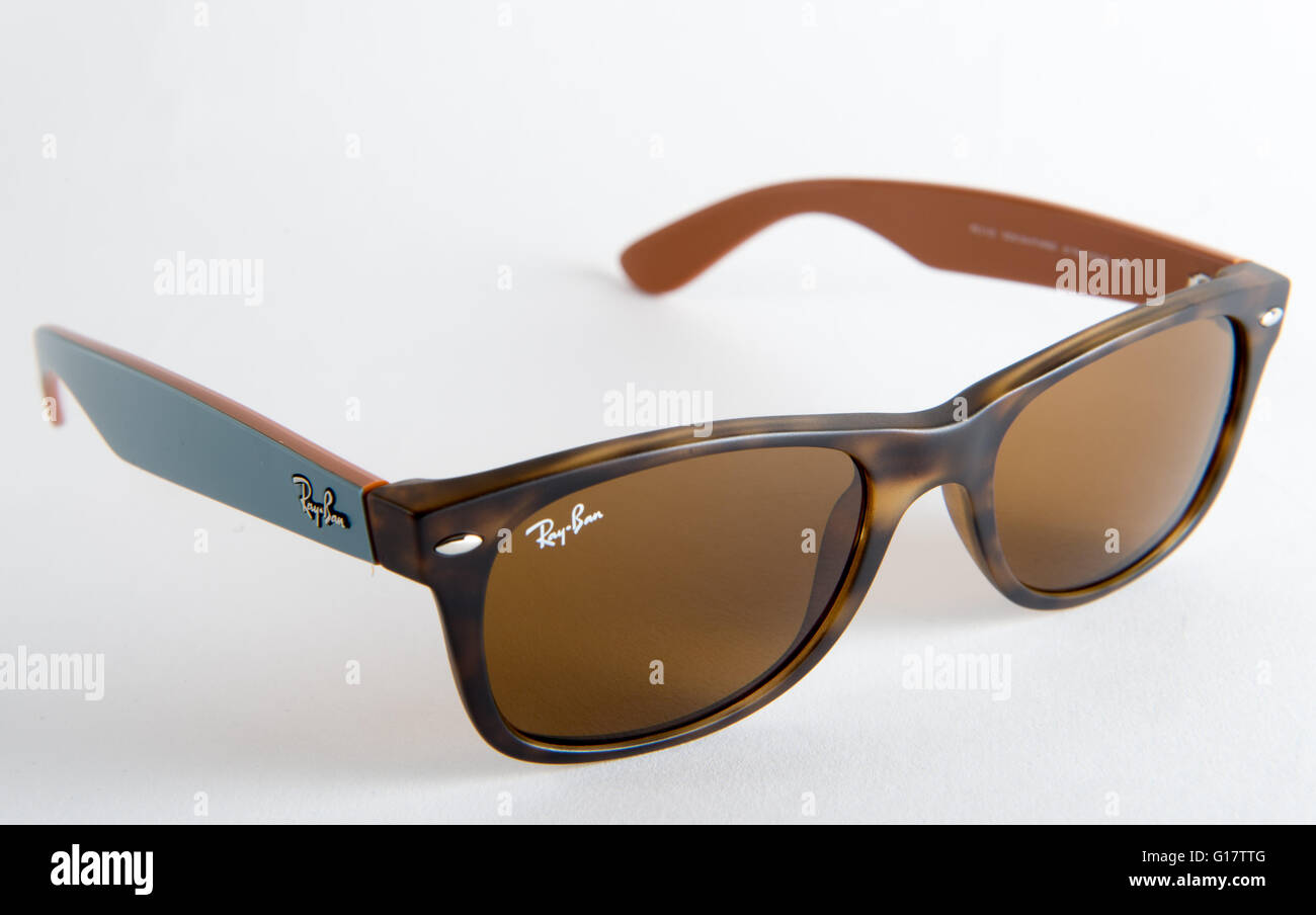 32ea81eda0 Ray Ban Wayfarer sunglasses in tortoise shell with blue arms ORB2132-6179