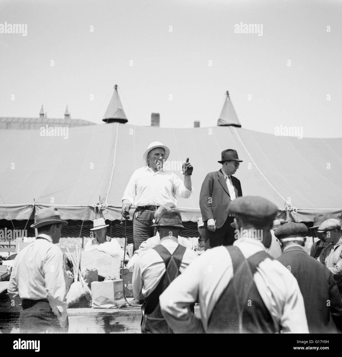 Farm Auction, Kearney, Nebraska, USA, Arthur Rothstein for Farm Security Administration, May 1936 - Stock Image