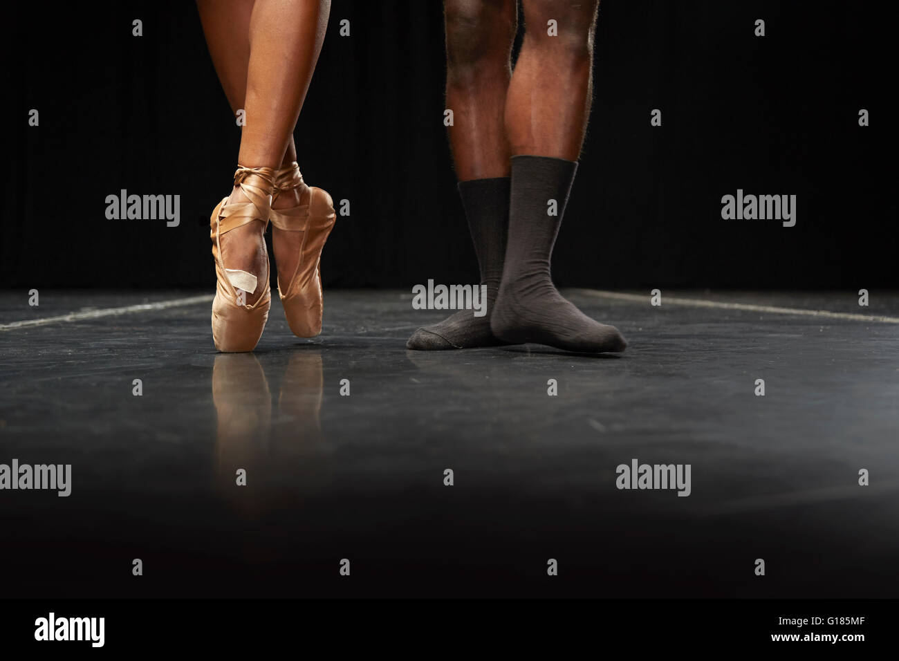 Ballet dancers' feet en pointe and in second position - Stock Image