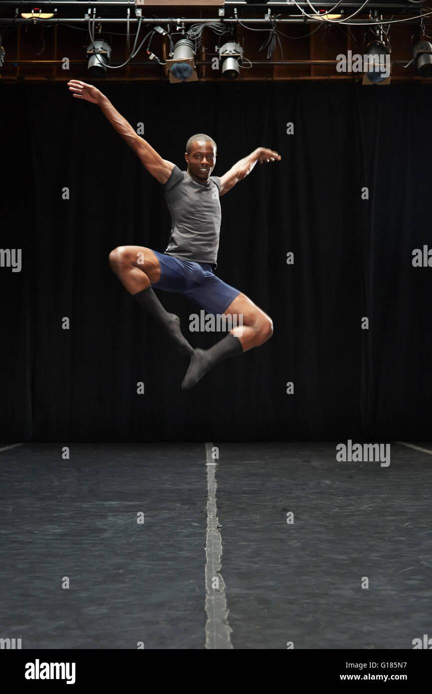 Dancer in midair pose - Stock Image