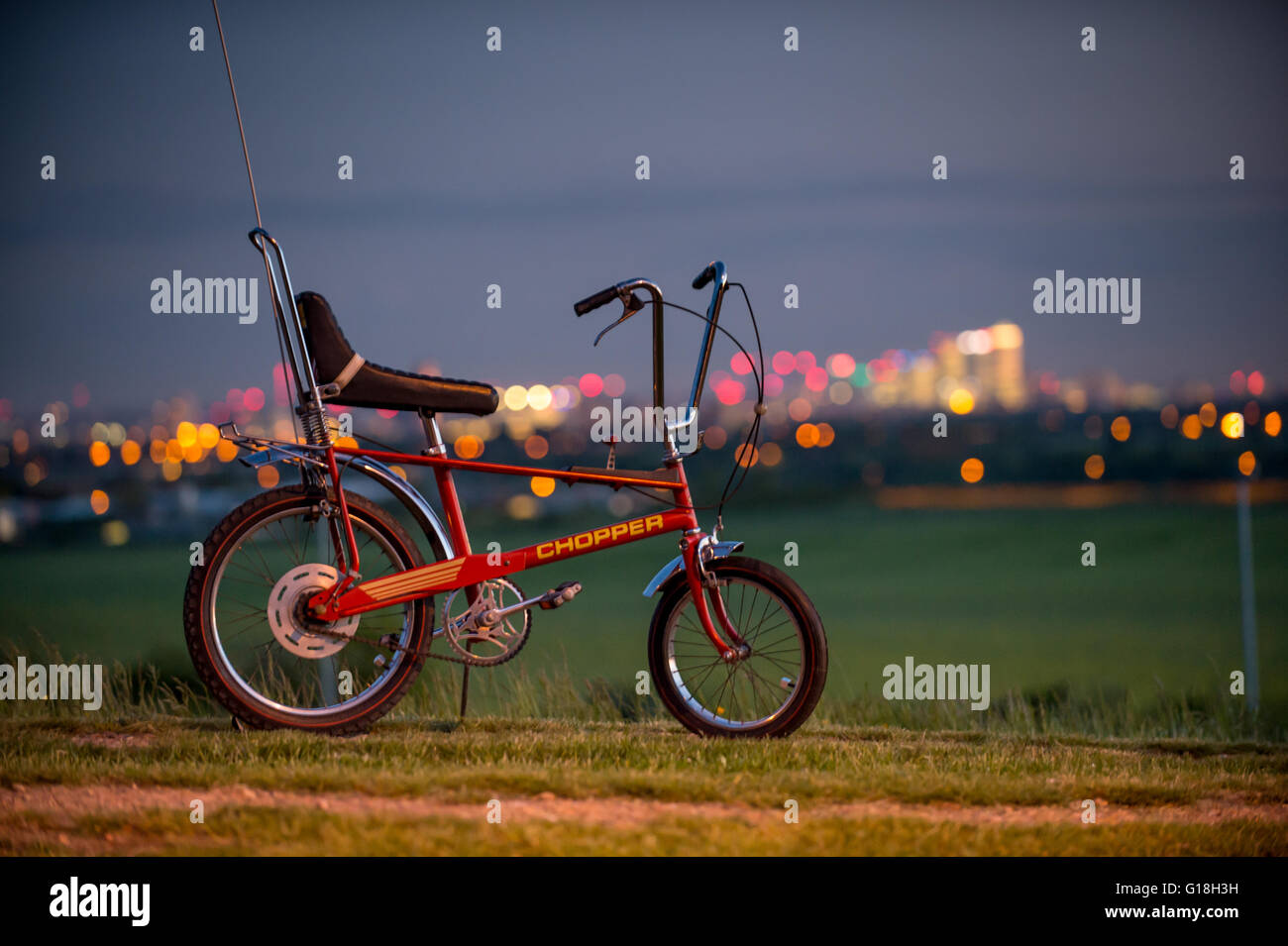 Original 1970s Raleigh Chopper Mark II with the London City skyline - Stock Image
