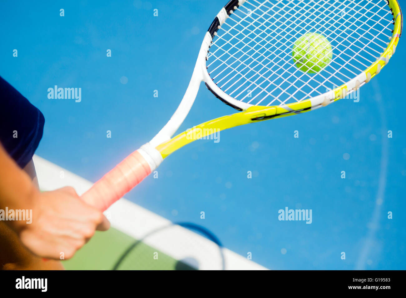 Closeup of a player holding the racquet and preparing for the serv at the baseline - Stock Image