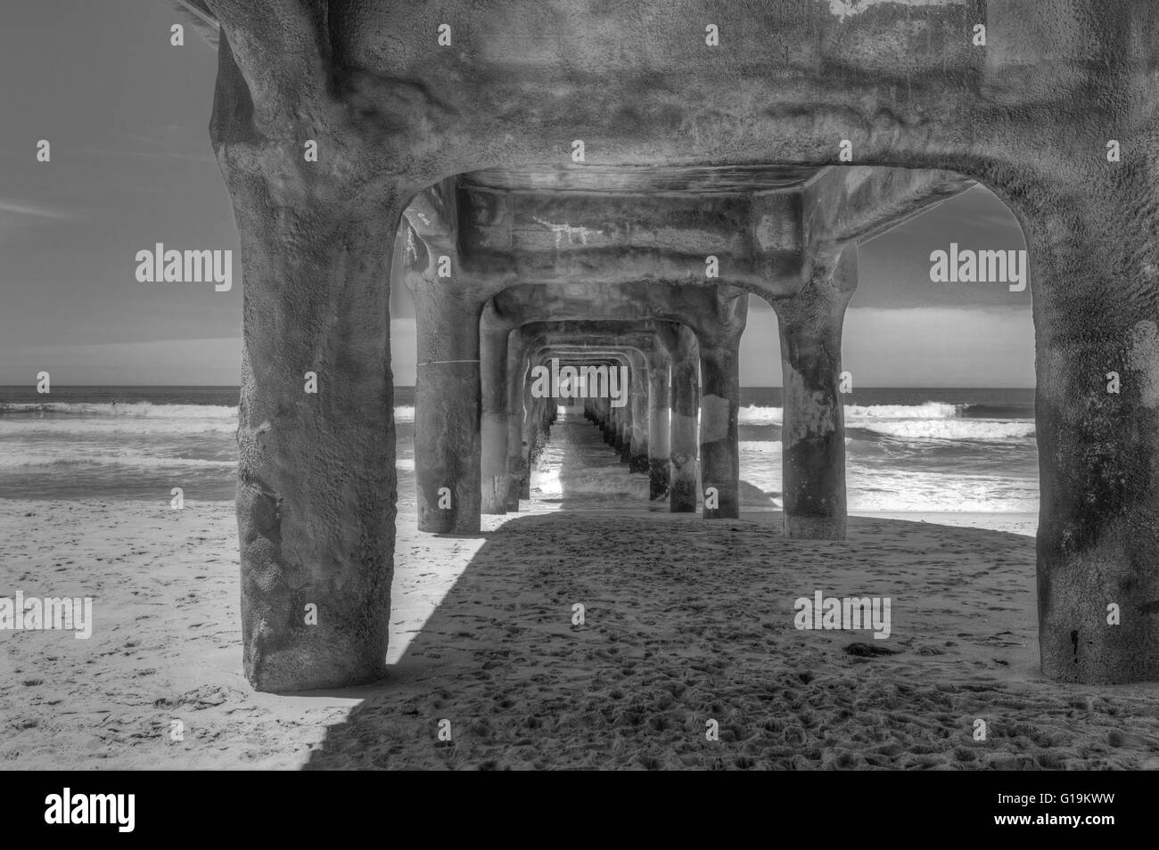 Manhattan Beach Pier is a pier located in Manhattan Beach, California, on the coast of the Pacific Ocean. - Stock Image