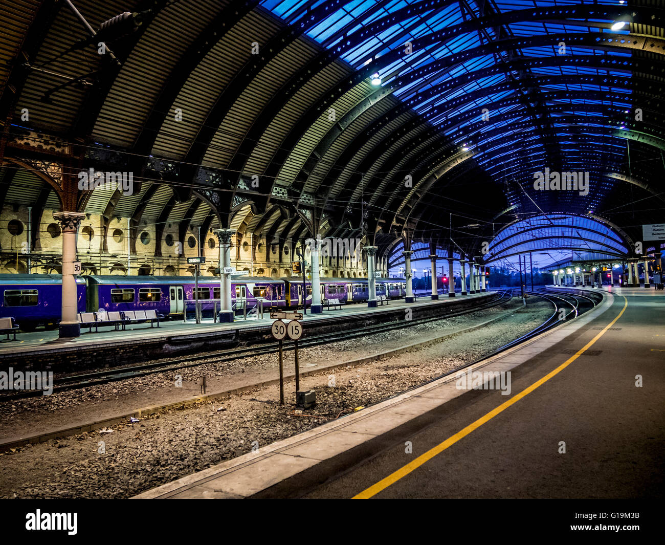 York railway station platform and roof structure at dusk - Stock Image