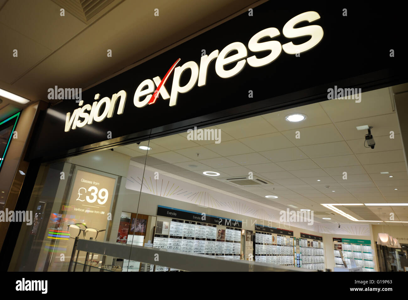 Vision Express,opticians,optic shop,UK - Stock Image