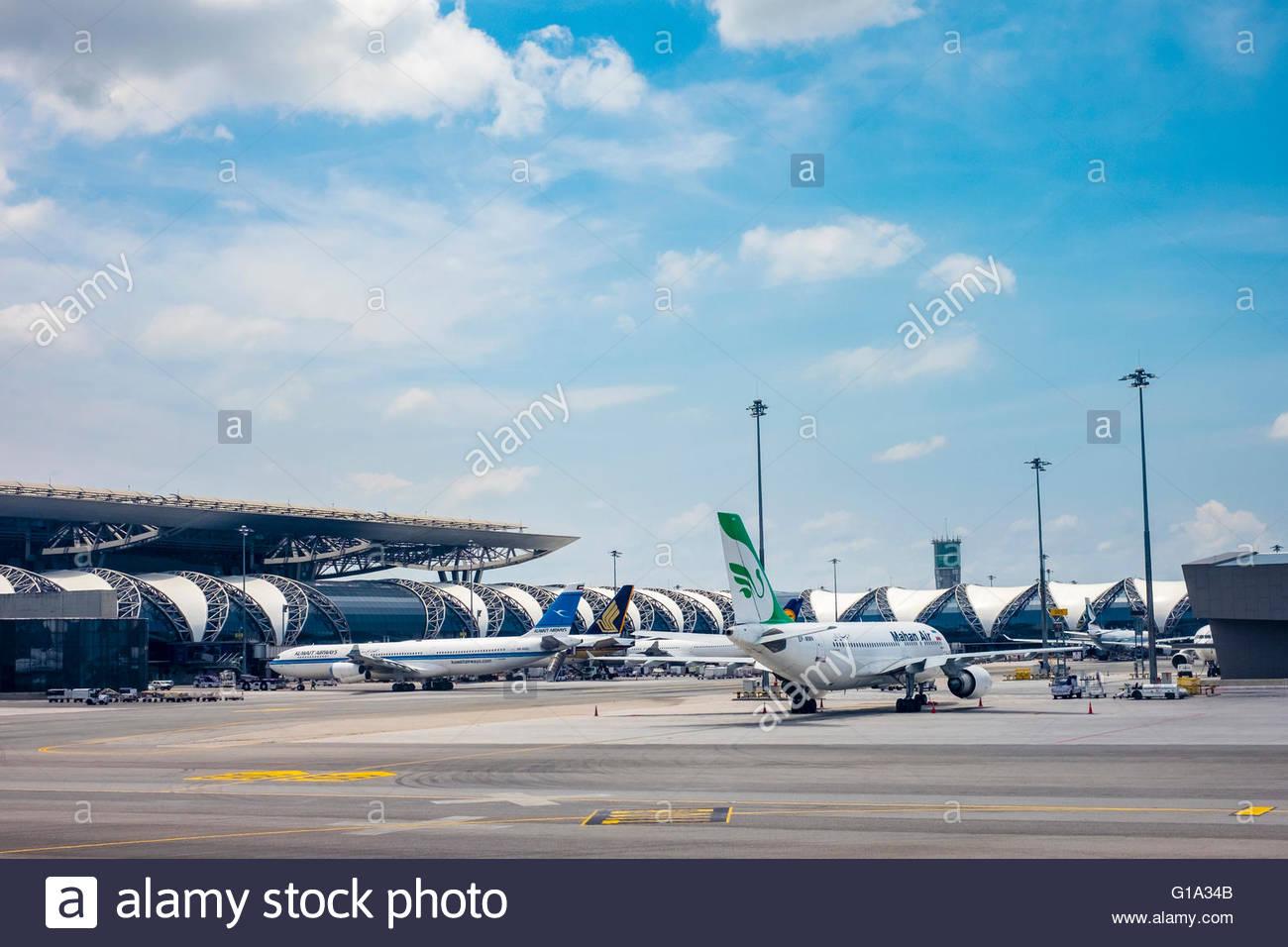 Airplanes at Suvarnabhumi International Airport, Bangkok, Thailand - Stock Image