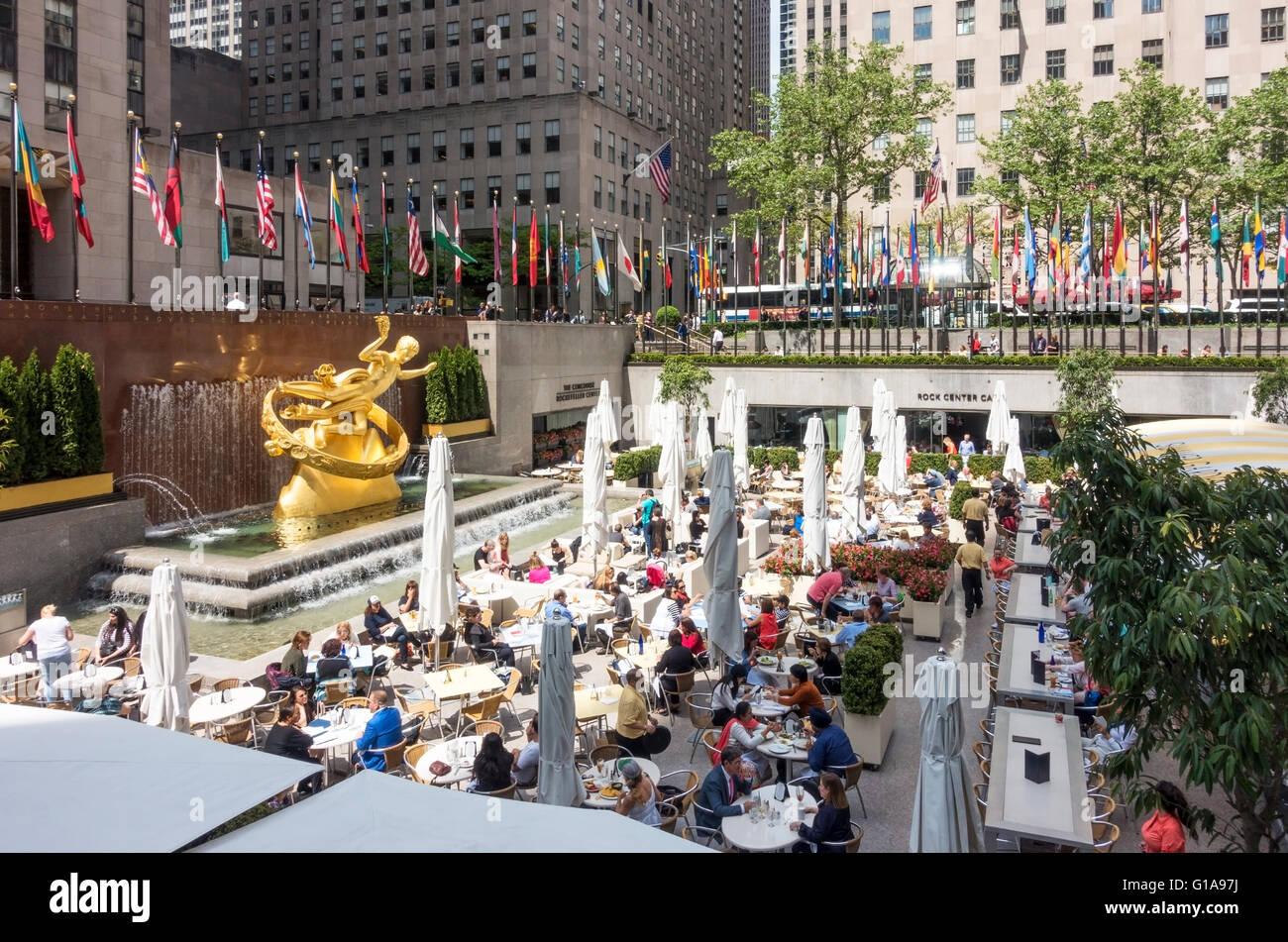 The rock center cafe summer garden bar at rockefeller center in stock photo 104103654 alamy for Summer garden and bar
