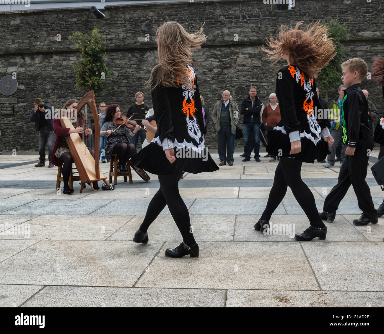Irish dancers and musicians playing at Guildhall Square. Derry Londonderry, Northern Ireland, UK. Europe - Stock Image
