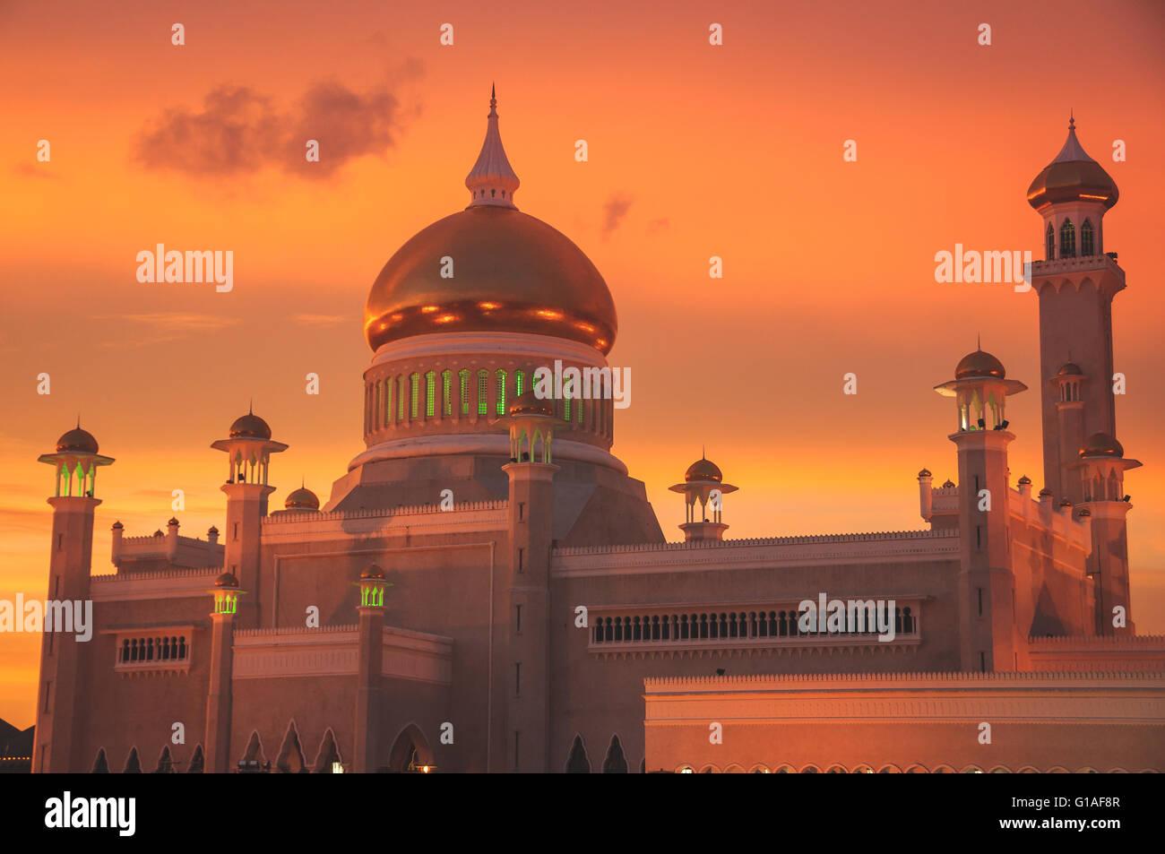 The Saifuddin mosque at sunset in Bandar Seri Bagawan, Brunei - Stock Image