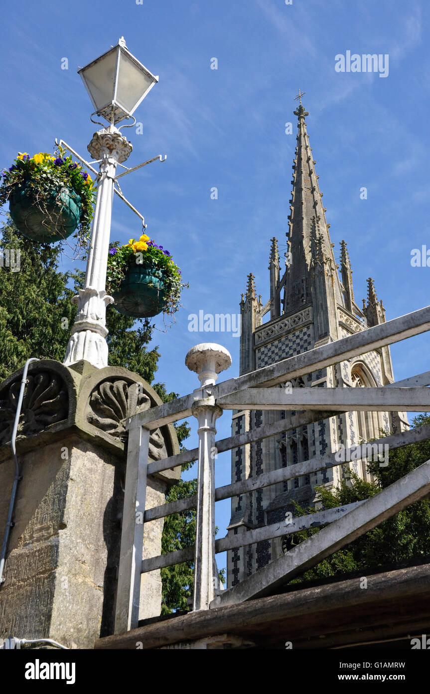 Bucks - Marlow on Thames - view old style street lamp - elegant church spire - towering up against clear blue sky - Stock Image