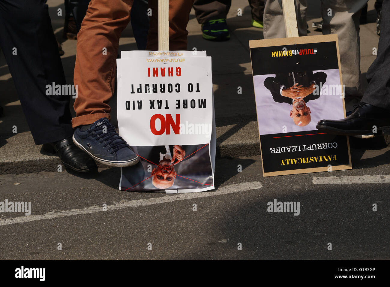 London, UK. 12th May, 2016. Hundreds of Hazara Afghan's protest of Ashram Ghani to Stop lying to the World of changing Stock Photo